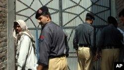 حکومت پاکستان کمپاین جدی را برای اخراج مهاجرین غیرقانونی افغان از آن کشور رویدست گرفته است