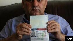 یک عراقی که بخاطر ممنوعیت جدید، از مصر به عراق بازگردانده شد.