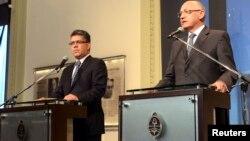 El canciller venezolano Elías Jaua (izquierda) y su homólogo argentino, Héctor Timerman, en conferencia de prensa en Buenos Aires.