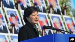 Presiden Korea Selatan Park Geun-hye dalam sebuah upacara pemerintahan. (Foto: Dok)