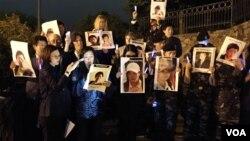 지난해 4월 미국 워싱턴에서 열린 제14회 북한자유주간 행사 참가자들이 중국의 탈북자 강제북송 중단을 요구하는 촛불집회를 열었다.