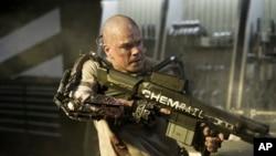 "Aktor Matt Damon dalam film fiksi ilmiah ""Elysium""."