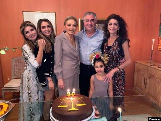عکس خانوادگی خانواده پهلوی. یاسمن پهلوی سمت چپ