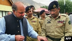 وزیر اعظم نواز شریف اور جنرل مشرف ایکساتھ۔ 8 ستمبر 1999ء (فائل فوٹو)