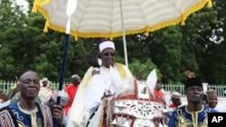 Shehun Borno, Muhammad al-Amin ibn Muhammad el-Kanemi, yana hawan Sallar azumi a Maiduguri.