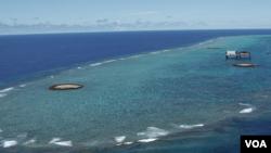 Đảo Okinotorishima, một đảo đá san hô cách thủ đô Tokyo 1.740km về phía nam của Nhật.