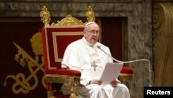 Đức Giáo Hoàng Phanxicô, tiếp kiến các Hồng y trong Sảnh Đường Clementine