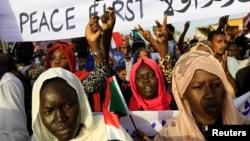 Bamwe mu banyagihugu bakomeje imyiyerekano muri Sudani
