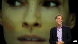 리드 헤이스팅스 '넷플릭스' 최고경영자가 6일 미국 라스베이거스에서 열린 세계 최대 가전박람회 CES에서 인터넷 스트리밍 서비스 확대 계획을 밝히고 있다.