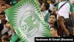 Les supporters du Raja Casablanca célèbrent lors de la finale de la Super Coupe contre l'Espérance Sportive de Tunis au stade Thani bin Jassim, Al Rayyan, au Qatar, le - 29 mars 2019.
