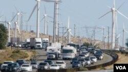 加州拥挤的公路将出现百度和英伟达发展的自动车(美国之音国符拍摄)