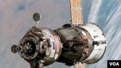 Kapsul Soyuz yang akan digunakan untuk mengangkut astronot, tidak lulus tes wajib menjelang peluncuran yang semula dijadwalkan 30 Maret (foto: dok).