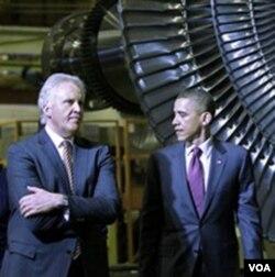 Presiden Barack Obama dan Jeffrey Immelt, CEO General Electric, yang dipilih Obama untuk memimpin Dewan baru Urusan Pekerjaan dan Persaingan.