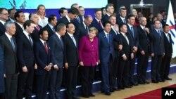 19일 벨기에 브뤼셀에서 열린 아시아-유럽정상회의(아셈·ASEM)에서 정상들이 포즈를 취하고 있다.