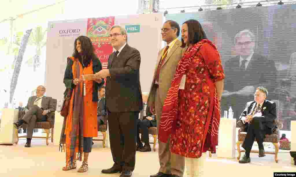 مصنفہ عظمیٰ اسلم خان کا ناول 'تھنر دین اسکن' سال کی بہترین 'فکشن' کتاب قرار پایا