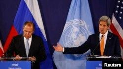 Ruski šef diplomatije Sergej Lavrov i američki državni sekretar Džon Keri na konferenciji za novinare u Beču