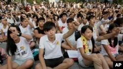 Sinh viên Hong Kong biểu tình phản đối quyết định xiết chặt cải cách bầu cử do Bắc Kinh ấn định, tháng Chín, 2012.
