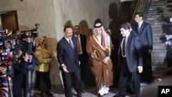 沙特阿拉伯外长(中)3月12日抵达埃及开罗参加阿联盟紧急会议