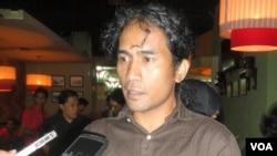 "Koordinator Jaringan Advokasi Tambang (JATAM), Andrie S Wijaya, memberi penjelasan usai diskusi bertema ""Outlook 2012 Pertambangan Indonesia."""