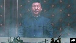 習近平的巨幅照片出現在北京紀念中國人民抗日戰爭暨世界反法西斯戰爭勝利70週年大會上