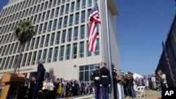 Ngoại trưởng Mỹ John Kerry chủ trì buổi lễ thượng cờ tại đại sứ quán Mỹ ở Havana hôm 14/8/2015.