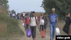 難民徒步進入西歐。