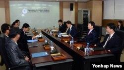 지난 11일 남북한은 개성공단 종합지원센터에서 개성공단 남북공동위원회 2차회의를 가지고 16일부터 공단을 재가동하기로 합의했다.