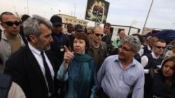 کاترين اشتون، مسئول سياست خارجی اتحاديه اروپا، در بنغازی - ۲۲ مه ۲۰۱۱