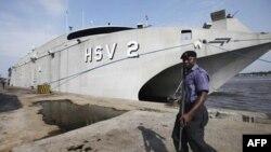 Высокоскоростное судно ВМС США, у берегов Нигерии