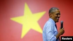 星期三,美国总统奥巴马在胡志明市与越南青年进行交流。