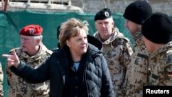 صدر اعظم آلمان گفت که پیش از تصمیم در مورد اعزام قوای بیشتر به افغانستان، منتظر نتایج بررسی ناتو خواهد ماند