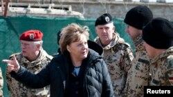 Başbakan Angela Merkel Afganistan'da görev yapan Alman birliklerini ziyaret ederken