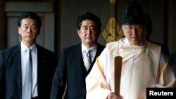 日本首相安倍晉三12月26日參拜了有爭議的靖國神社。