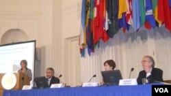 La mesa conformada por Irene Klinger, de OEA, Carlos Álvarez de OCDE, Ines Bustillo de CEPAL y Robert Devlin de OEA.