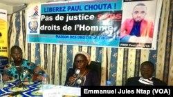 Les défenseurs des droits de l'homme en conférence de presse sur l'affaire Paul Chouta, le 2 septembre 2020 à Yaoundé. (VOA/Emmanuel Jules Ntap)