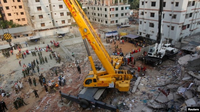 Army soldiers clear up the rubble of the collapsed Rana Plaza building with a crane in Savar, 30 km (19 miles) outside Dhaka, Apr. 28, 2013.