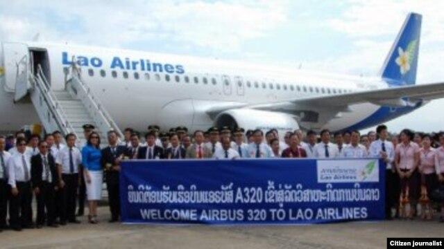 ພິທີຕ້ອນຮັບ ເຮືອບິນ Airbus 320A ຂອງສາຍການບິນລາວ ເມື່ອທ້າຍປີ 2011.