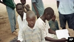 FILE - Watoto wa KiSudan katika kambi ya Kakuma Kenya, April 24, 2000.