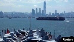 美軍喬治華盛頓號航母2012年7月10日對香港進行例行訪問。