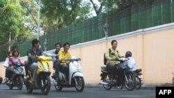 90% xe cộ đăng ký ở Kampuchea là xe gắn máy