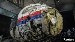 Một phần chiếc máy bay MH17.