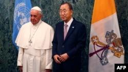 Папа римский Франциск и Генеральный cекретарь ООН Пан Ги Мун. Штаб-квартира ООН. Нью-Йорк. 25 сентября 2015 г.