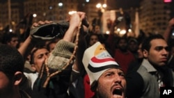 무바라크의 성명발표 후 분개하는 이집트인들