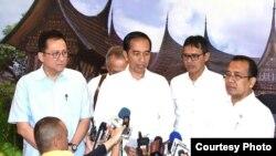 Presiden Joko Widodo di Padang Sumbar perintahkan Kapolri untuk tuntaskan kasus serangan bom bunuh diri di Mapolresta Solo. (Foto: Biro Pers Kepresidenan)