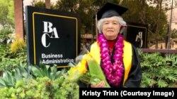 Bà Trương Thị Phượng trong ngày tốt nghiệp Trường Quản trị Kinh doanh thuộc Đại học California State ở Long Beach.