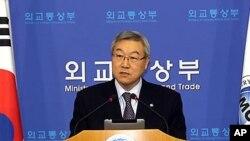 지난 5일 내외신 기자회견을 가진 김성환 한국 외교통상부 장관 (자료사진).