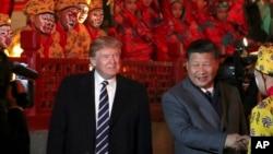 美国总统唐纳德·川普和中国主席习近平来到北京紫禁城观赏京剧。(2017年11月8日)
