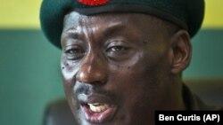 Jenrali Aronda Nyakairima, kamanda wa jeshi akizungumza na waandishi habari