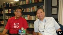麥海華(左)與李卓人(右)接受美國之音獨家專訪