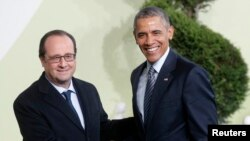 French President Francois Hollande (L) welcomes U.S. President Barack Obama as he arrives for the opening day of the World Climate Change Conference 2015 (COP21) at Le Bourget, near Paris, France, November 30, 2015.
